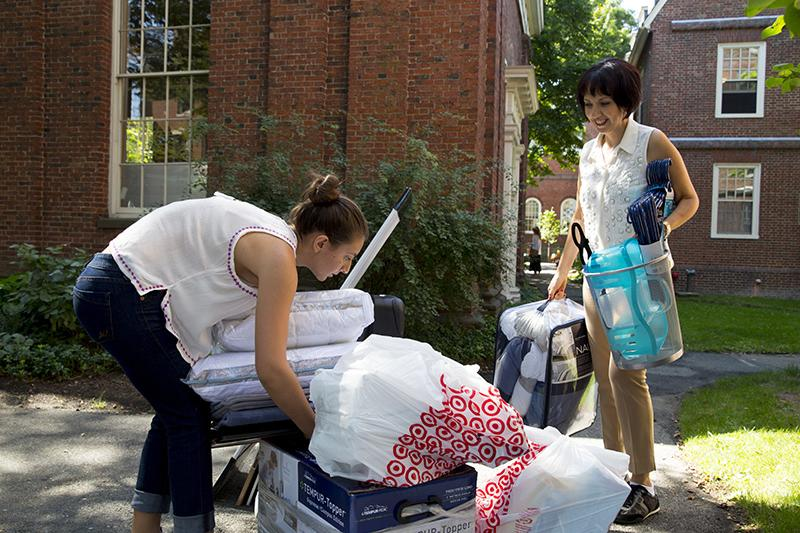 Parent and student moving into Harvard Yard