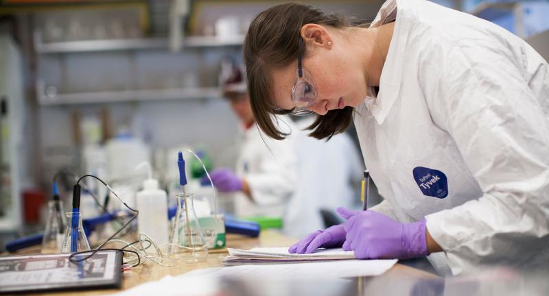 student in a lab during a class in wintersession